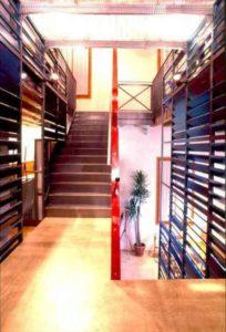 architetto_giancarlo_sottoriva_birreria_il_capolinea_piano_inferiore_architettura_rosso_scala_grate_1